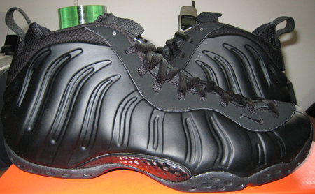 nike-foamposite-one-retro-black-released-main